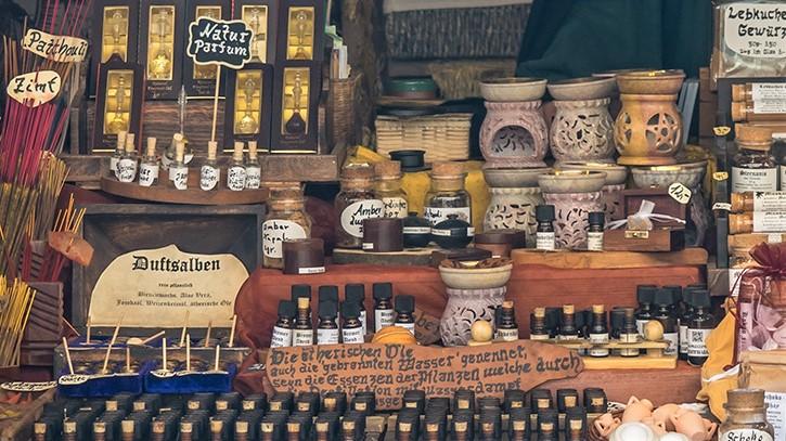 Ätherische Öle & Duftlampen