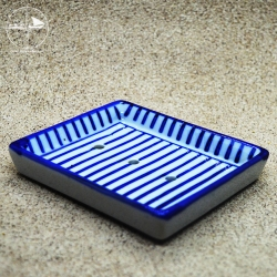 Seifenablage mit blauen Streifen